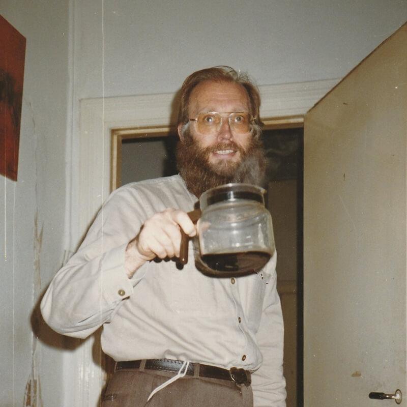 Jaap Schot met koffiepot in hand